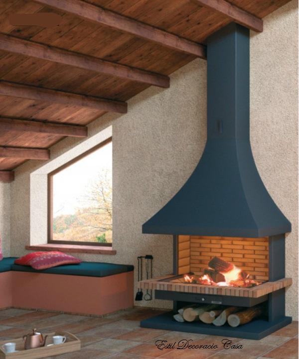 Cheminée de face, une cheminée traditionnelle et rustique avec son ...